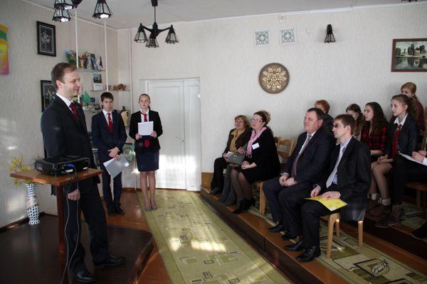 Депутат Владислав ЩЕПОВ рассказал педагогам и гимназистам о своей работе в комиссии Палаты представителей по экономической политике.