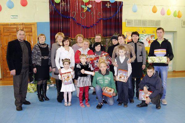 Участники заключительного этапа новогодней акции «Наши дети» в Городецкой школе-интернате.