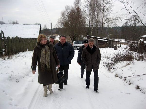 Депутаты встречались с избирателями по месту жительства.