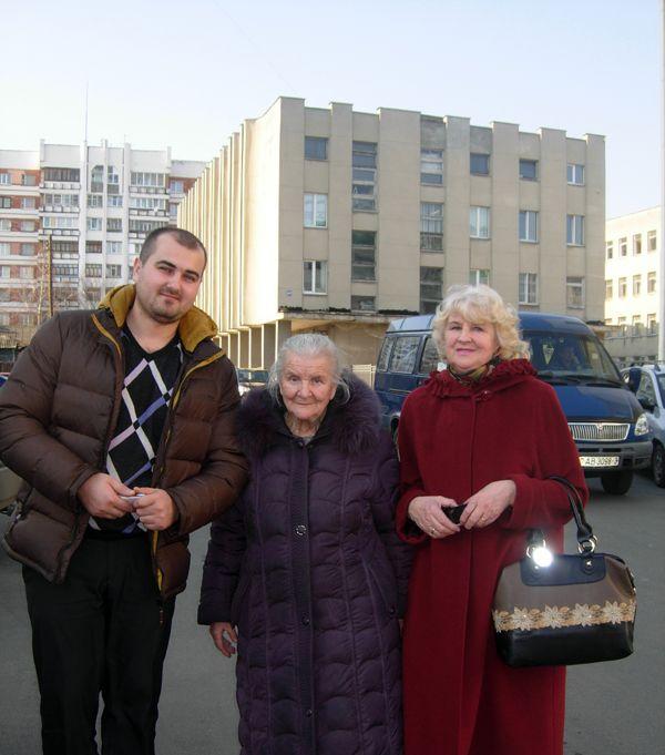 Представители семейной династии Павел ВОСАРЕВ, Нелли Евдокимовна КОРЗУН, Тамара СЕМЕНЕЦ (слева направо).