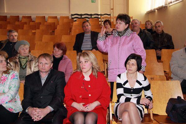 Жители «девяток» активно задавали вопросы народным избранникам.