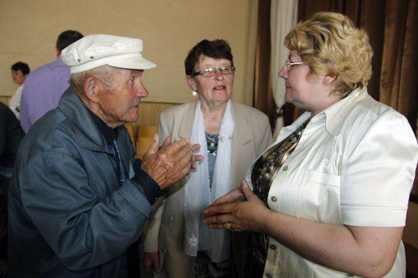 Председатель районного Совета депутатов Валентина ГАНКОВИЧ (первая справа) внимательно выслушала проблемы всех участников мероприятия.