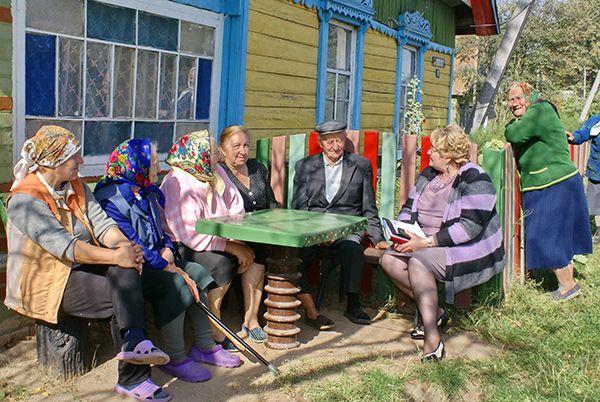 Председатель районного Совета депутатов Валентина ГАНКОВИЧ интересовалась повседневной жизнью сельчан.