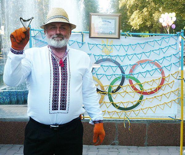 Александр ДИДОВЕЦ и его эксклюзивный флаг Украины из гвоздей.