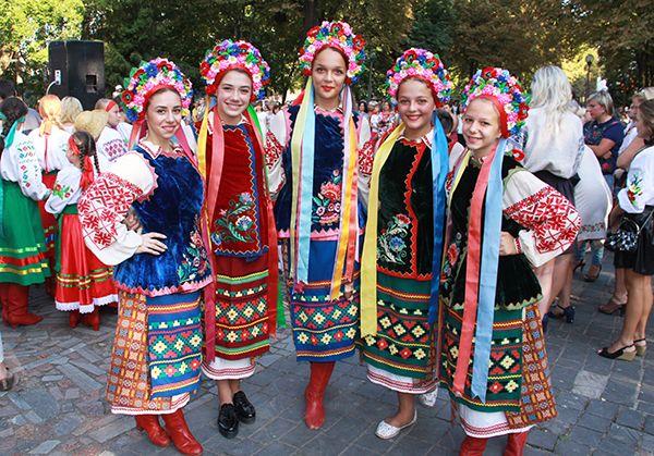 Молодежь Новоград-Волынского на праздновании Дня Независимости Украины.