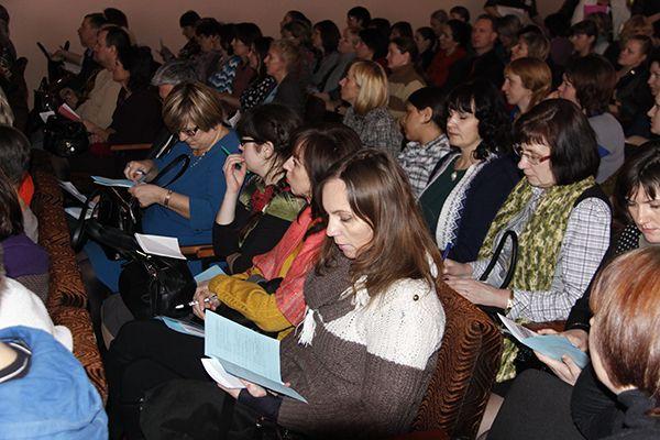 В образовательном форуме участвовали родители из разных регионов области.