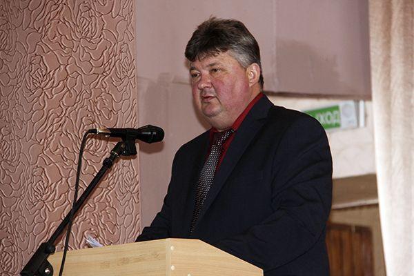 Исполняющий обязанности директора ОАО «Экспериментальная база «Довск» Владимир СЕРГЕЕВ  выступает с докладом.