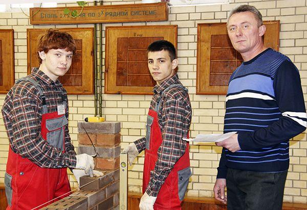 Мастер Валерий Потапеня гордится успехами своих учащихся.