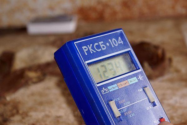Более 1000 микрорентген излучает подшлемник ликвидатора.