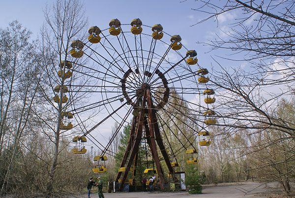 Визитная карточка города Припять - застывшее во времени колесо обозрения.