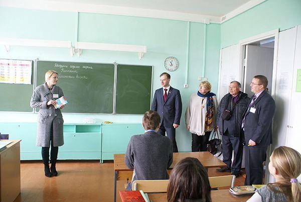 Народные избранники в Запольском яслях-саду - средней школе.