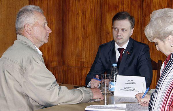 Депутат Палаты представителей Национального собрания Республики Беларусь Владислав ЩЕПОВ помог рогачевцам найти пути решения их наболевших вопросов.