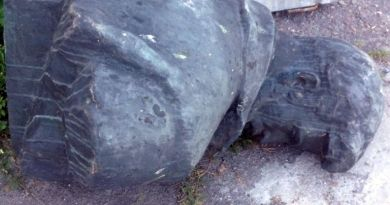Демонтированный памятник Герою.