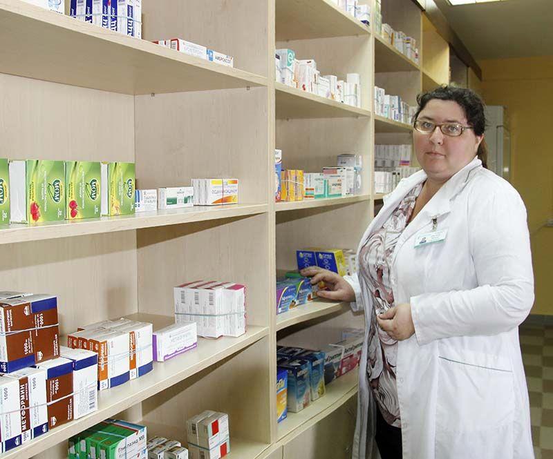 Ирина ФЕСЕНКО внимательно относится к каждому  посетителю новой аптеки.