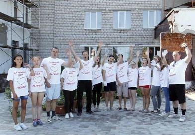 Субботник по наведению порядка на территории средней школы №3 города Рогачева начался с флеш-моба (добавлено видео)