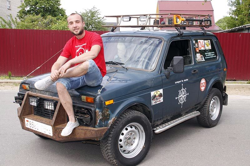 Дмитрий ТКАЧЕВ в компании своего железного друга, участника офф-роуд мероприятий – «Нивы» 21214.