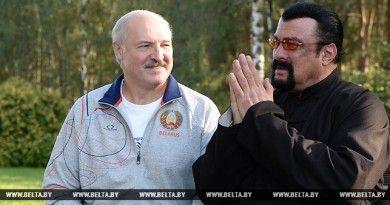 Национальная кухня, арбузы и сало: Лукашенко встретился со Стивеном Сигалом в своей резиденции (фото, видео)