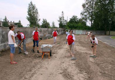Профсоюзные лидеры Рогачевщины провели большую уборку на территории СШ №3