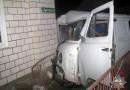 В Рогачеве УАЗ въехал в стену жилого дома: водитель и пассажир в больнице