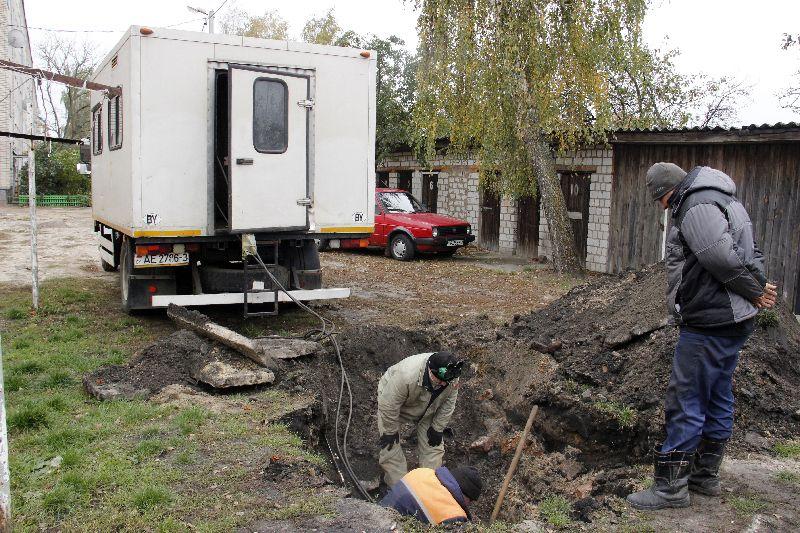 Недавний порыв во дворе дома №34 по улице Ленина пополнил печальную статистику аварий нынешнего отопительного сезона.