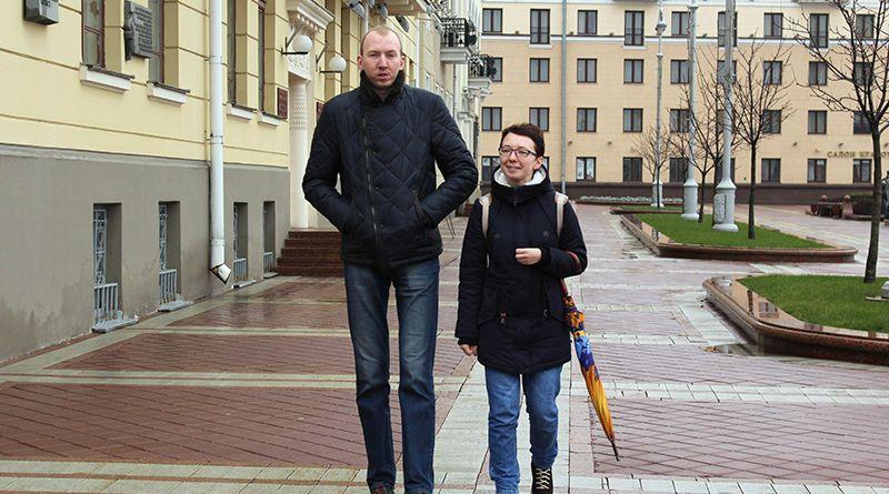 Екатерина – девушка среднего роста (1,65 метра). Однако на фоне рогачевца Сергея ДОМАНЦЕВИЧА она выглядит «дюймовочкой».