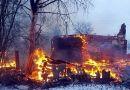 Председатель Чаусского райисполкома и сотрудник милиции спасли человека на пожаре