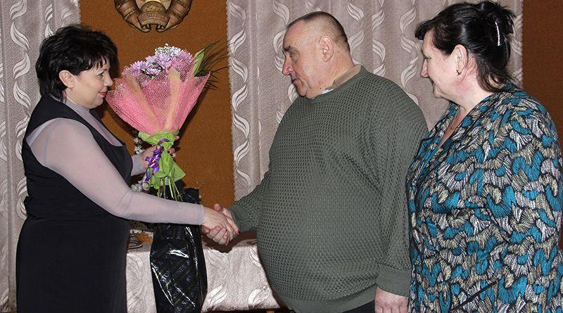 С жемчужной свадьбой Черноморовых поздравила председатель райкома профсоюза работников АПК Галина Заморская.