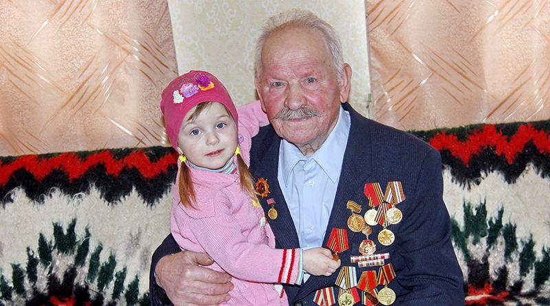 Маленькая Валерия благодарна своему прадедушке Николаю Логвиновичу Щербакову за мирное небо над головой.