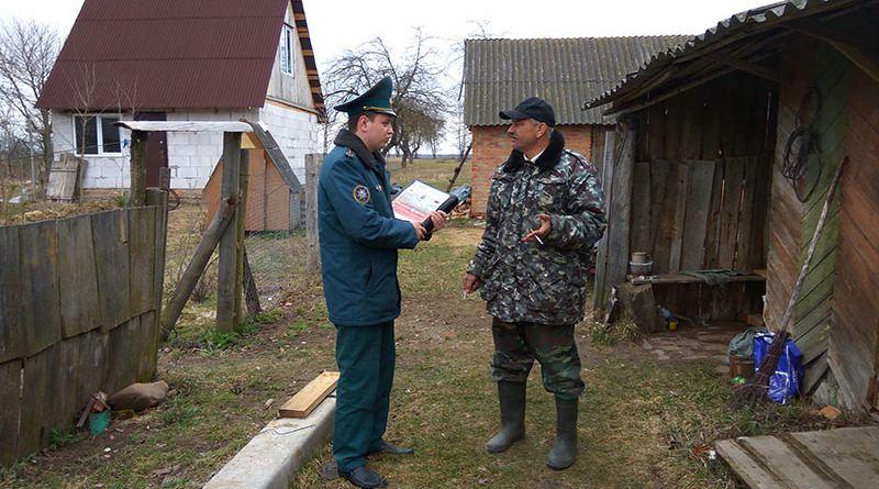 Сотрудники РОЧС регулярно  проводят инструктаж по технике  пожарной безопасности  с сельчанами.