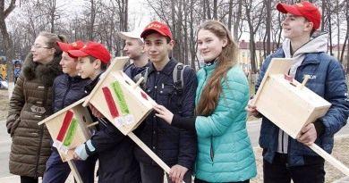 #ПрилетайтевБеларусь! – приглашают иностранцев рогачёвские активисты БРСМ.