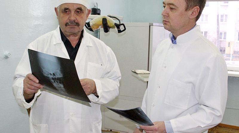 Рогачёвскую стоматологию сегодня трудно представить без преданной делу династии Слинко.  Фото Василия РОГОЖНИКОВА.