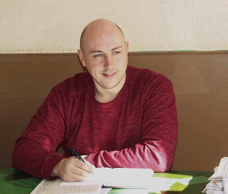 Леонид ВИНОГРАДОВ – молодой и амбициозный начальник сборочного цеха.
