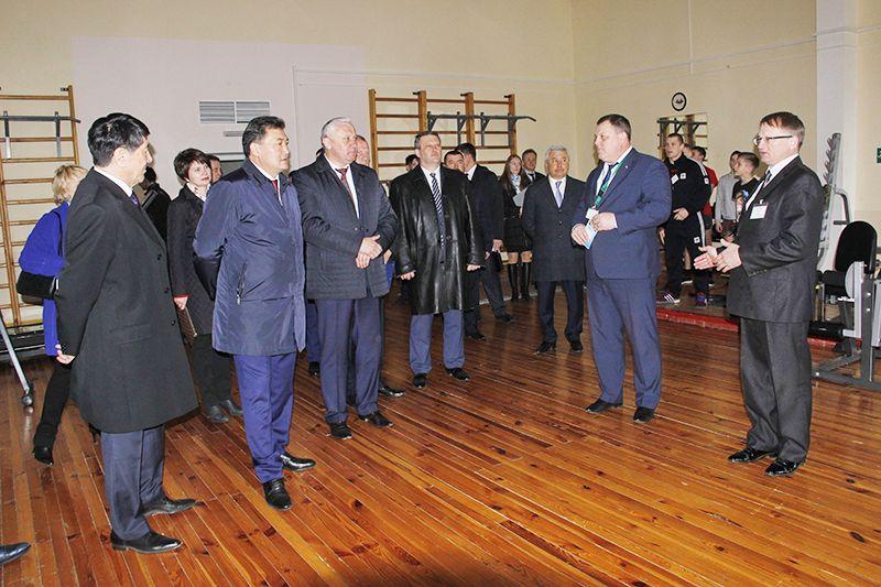 Члены делегации интересовались не только нашей промышленностью, но и спортом. ФОК в Тихиничах оставил у них очень приятные впечатления.
