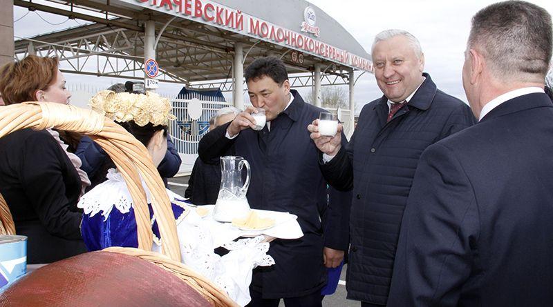 Гостеприимные работники Рогачёвского МКК хлебом-солью встретили дорогих гостей.