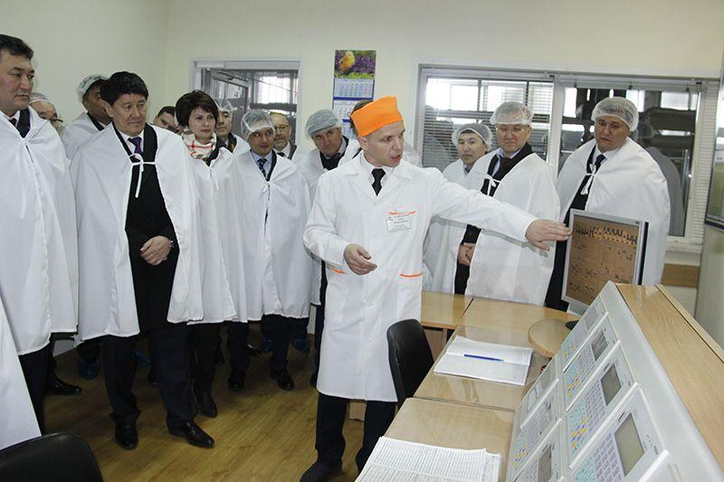 Сотрудники консервного цеха МКК подготовили подробную  презентацию для казахстанских партнёров.