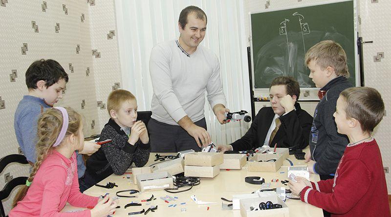 Занятия Павла ВОСАРЕВА проходят интересно и весело.