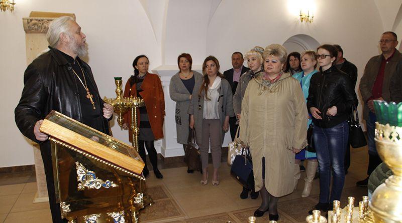 Протоиерей Алексей СМОТРИЦКИЙ показал, как обустроен нижний храм, и рассказал, сколько ещё предстоит сделать.
