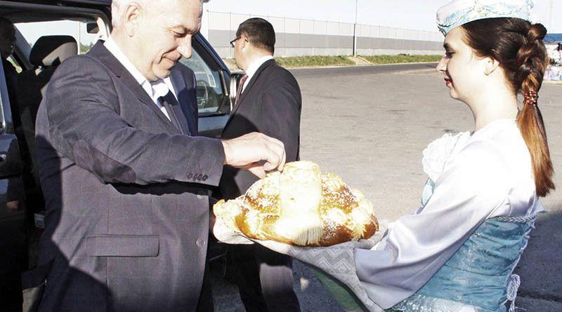 Гостеприимные  рогачёвцы хлебом-солью встречали  дорогих гостей.