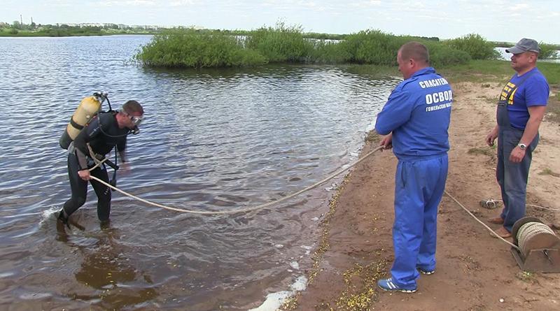 Работники ОСВОДа обследовали дно рогачёвских озёр.