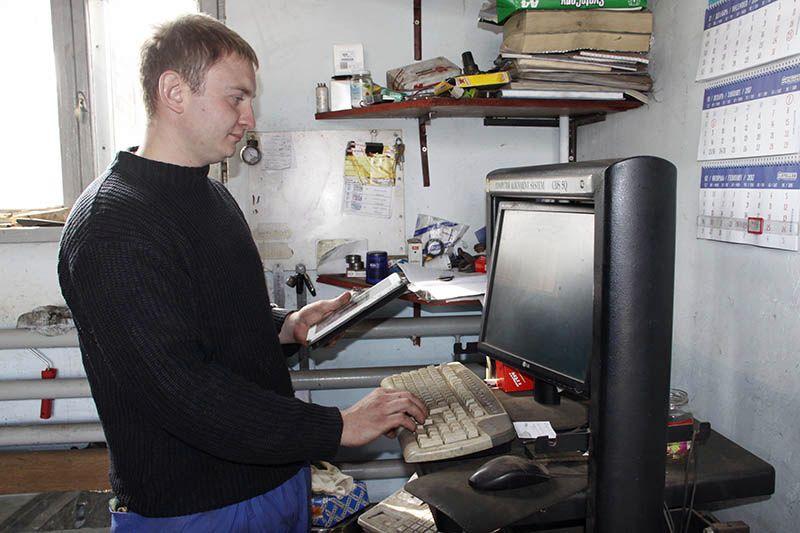Хозяин автомастерской Евгений ТОЛКАЧЁВ с помощью компьютерной диагностики выявит «болезни» вашего авто.