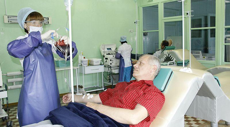 Почётный донор Александр МУРАШКО сдал кровь более 300 раз  и спас тем самым не одну сотню жизней.