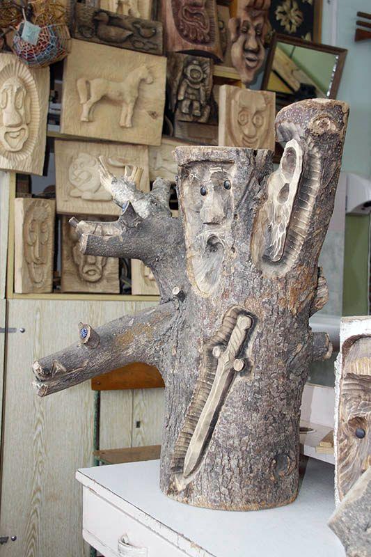 Змей Горыныч, меч, ухо и лицо старика...  Настоящее сюрреалистическое чудо!