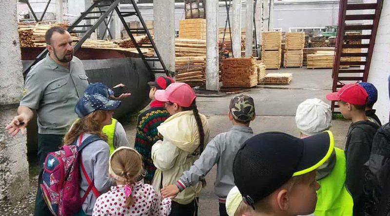 Павел ДЕМЕНТЕЙ провёл увлекательную экскурсию для рогачёвских ребят.
