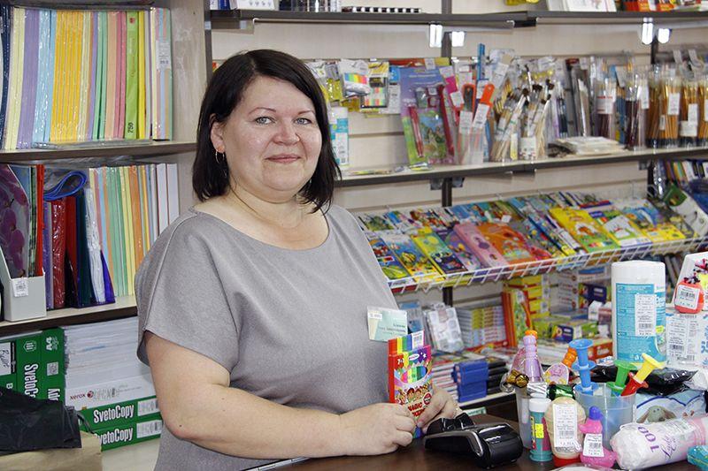 Продавец Анна КЛИМОВА всего месяц назад пришла работать в книжный мир и уже завоевала  доверие руководства магазина и его покупателей.
