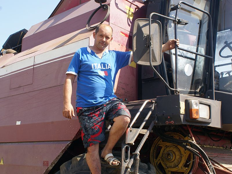 Свой день рождения 2 августа Евгений КУЧИНСКИЙ встретил в поле.
