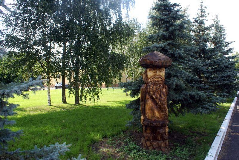 Интересные малые архитектурные формы из дерева появились на территории ГОСХОСа.