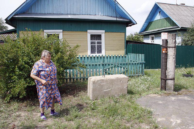 Татьяна АРЗЮТОВА уже полгода ждёт, когда возле её дома уберут эту малую архитектурную форму.