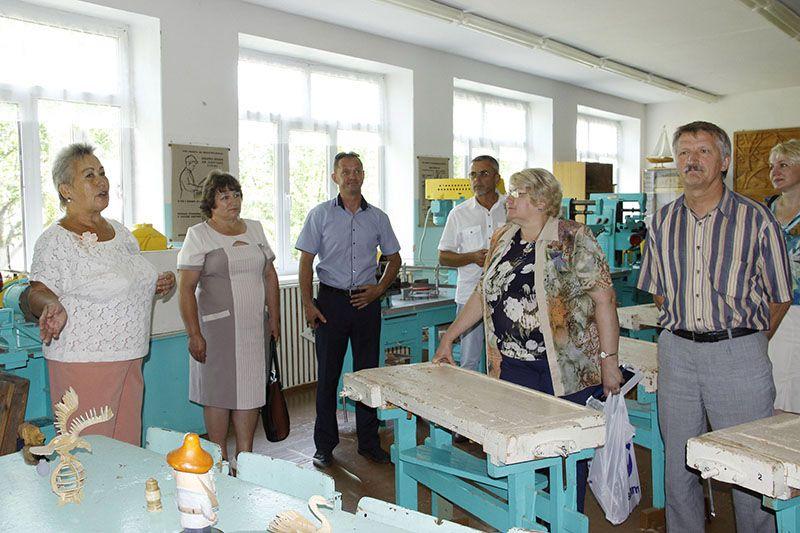 Во Дворце депутатов больше всего впечатлила средняя школа имени Викентия Скриганова.