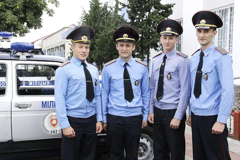 Артём АВЛАСЕНКО (слева направо), Сергей КОЗЛОВ,  Сергей АНТОНОВ и Михаил АПЕКУНОВ  приступили к службе в хорошем настроении.