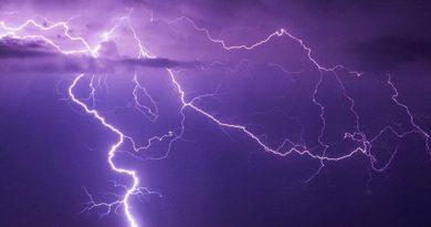 Двух рыбаков ударило молнией в Кормянском районе